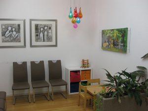 Warterbereich für die Patienten mit Kinderspielecke